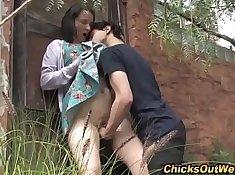 Amateur girlfriend orally pleasing her partner outdoors
